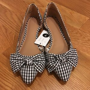 NWT gingham pointed-toe flats with bow